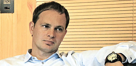 Роман Копнин, владелец «Костромамебели» и магазинов «ОГОГО», вот уже пять лет пытается сбалансировать интересы ритейла и производства