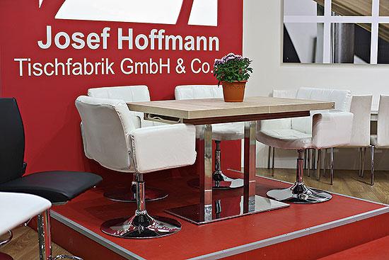 На ноябрьской выставке «Мебель 2012» оптово-розничная компания «Элбург», в дополнение к действующим торговым форматам «Элбург — город столов и стульев» и «Детская комната Чилек», представила два новых проекта – «Линия стиля» иHoffmann